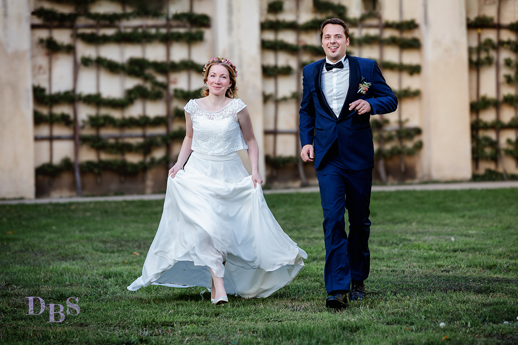 Brautpaar rennt, Brautpaar in Bewegung